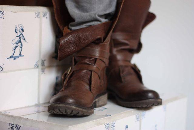 LIEN+MIEN: beide beentjes op de grond
